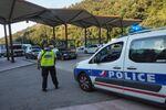 La police française près du Perthus. Archive