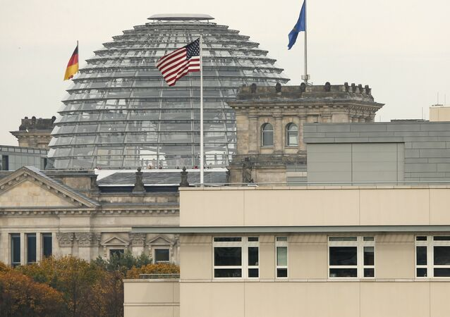Le drapeau américain sur le fond du Reichstag