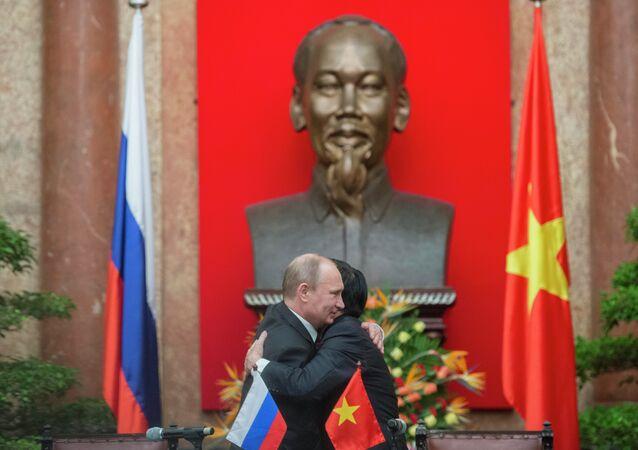 La visite officielle de Vladimir Poutine au Vietnam en 2013