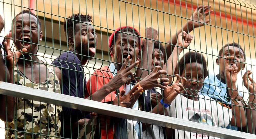 Quelque 200 réfugiés ont traversé la barrière frontalière entre le Maroc et l'enclave espagnole de Ceuta,  22 août 2018