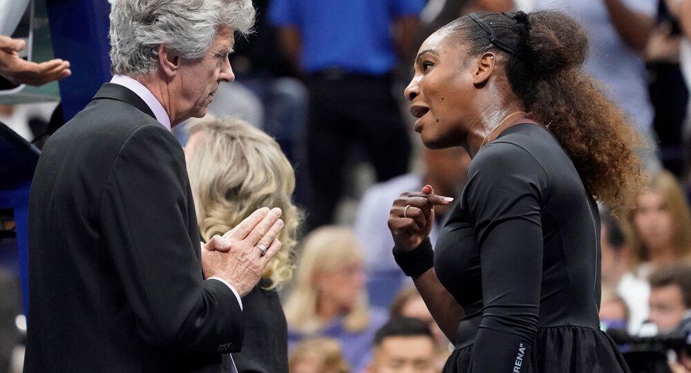 Serena Williams (à droite)