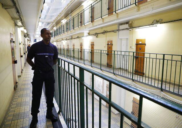 Un surveillant dans une prison française.
