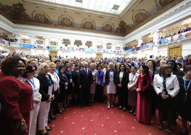 Vladimir Poutine au Forum féminin eurasien