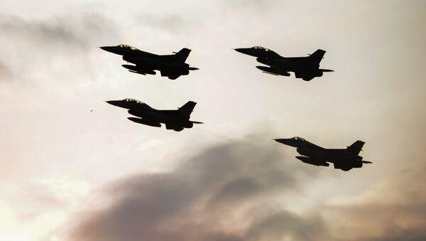 Cazas polacos hacen maniobras en el marco de una cumbre de la OTAN - Sputnik France