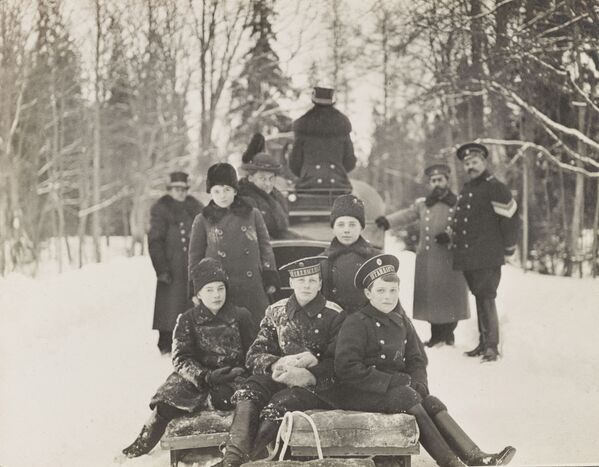 Des photos exclusives de la dernière famille impériale russe exposées à Londres - Sputnik France