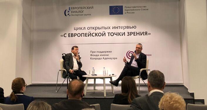 L'ambassadeur de l'UE en Russie, Marcus Ederer, lors d'un rendez-vous avec des représentants d'ONG et des citoyens russes