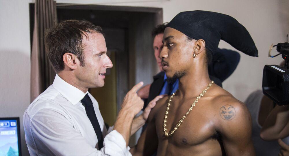 Emmanuel Macron et le jeune braqueur
