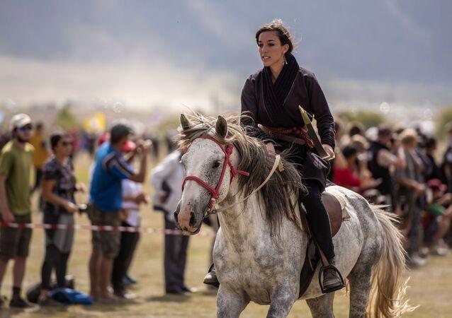 Девушка на III Международных играх кочевников в Киргизии
