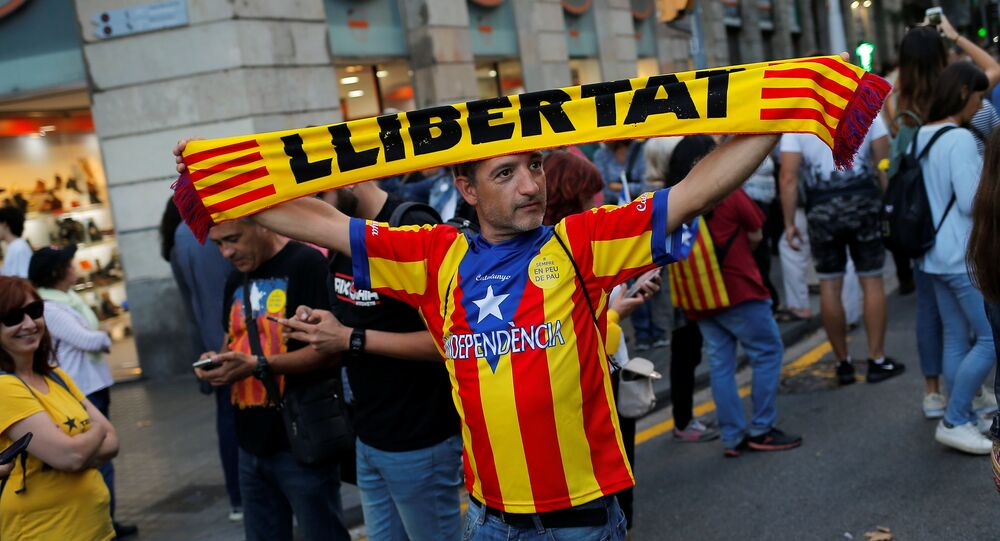 Des indépendantistes inondent les rues de Barcelone pour le 1er anniversaire du référendum