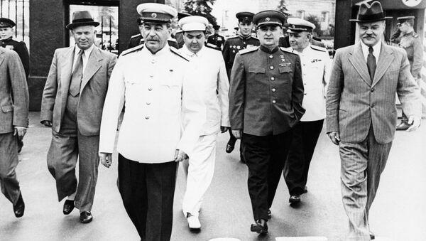 Staline et Molotov se rendent à la Place Rouge - Sputnik France