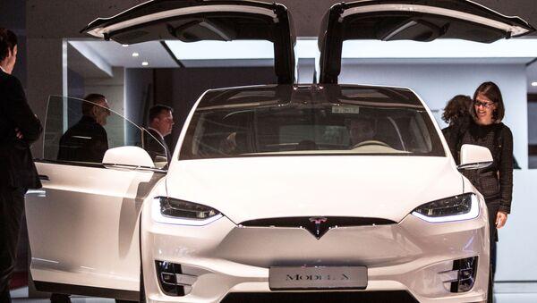 Презентация новой модели TESLA Model X на открытии международного автосалона Mondial de l'Automobile в Париже - Sputnik France