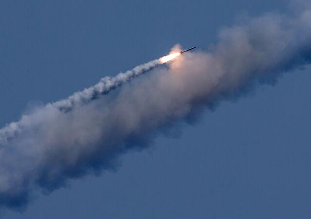 Un tir de missile Kalibr contre des positions terroristes en Syrie