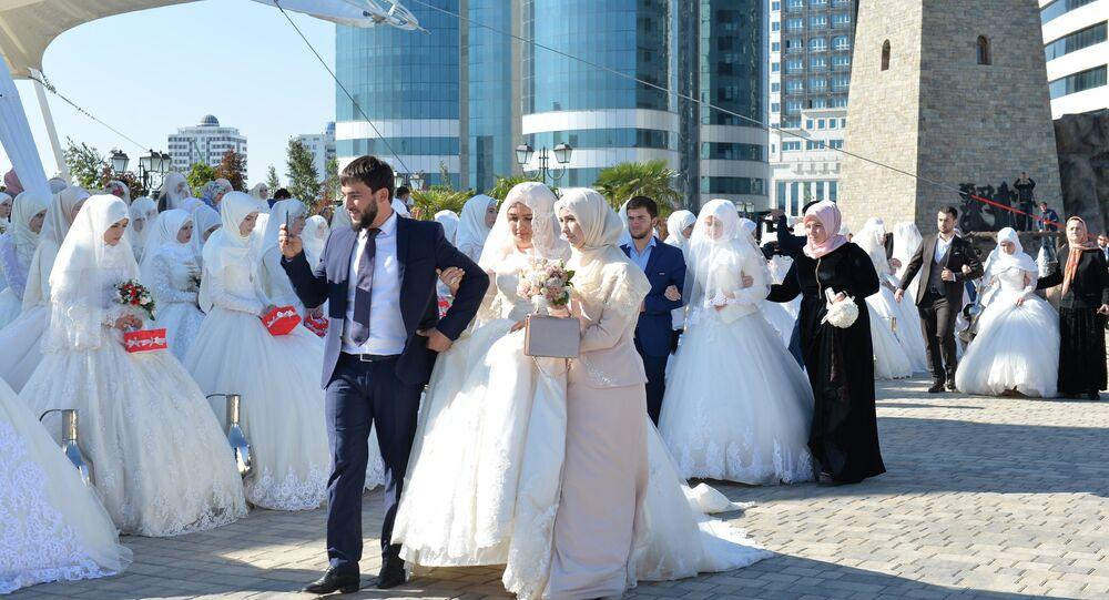 La cérémonie simultanée de 200 mariages le jour des 200 ans de Grozny (vidéo)