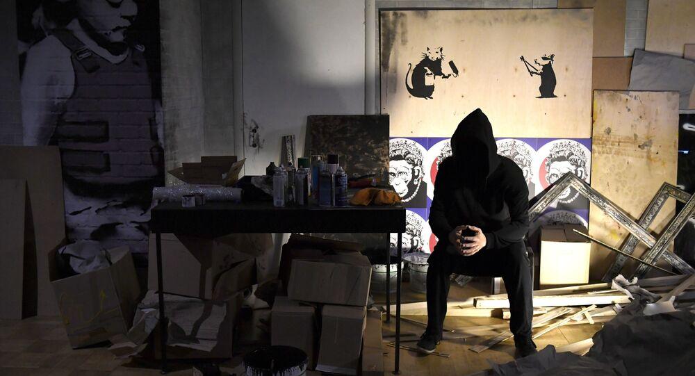 Une exposition de l'artiste de rue anglais Banksy à la Central House of Artist
