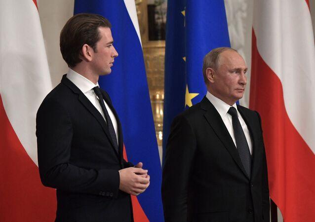Vladimir Poutine et le chancelier autrichien Sebastian Kurz à Saint-Pétersbourg