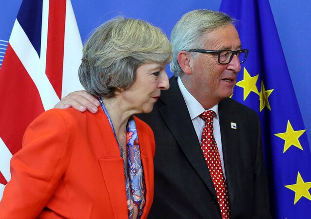 British Prime Minister Theresa May (L) is welcomed by European Commission President Jean-Claude Juncker at the EC headquarters in Brussels, Belgium October 21, 2016.