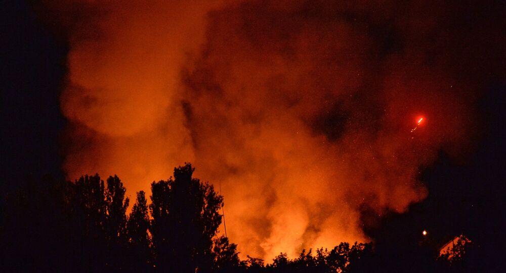 Explosion dans un entrepôt militaire. Photo d'archive