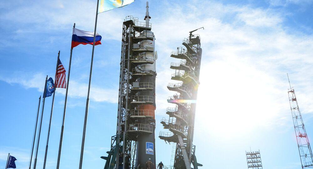Le lanceur Soyouz-FG avec le vaisseau habité Soyouz MS-10 installé sur un pas de tir du cosmodrome de Baïkonour (archive photo)