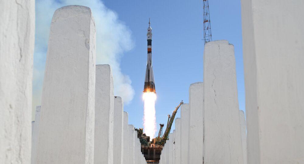 Un lanceur Soyouz-FG avec le vaisseau Soyouz MS-10 décolle depuis le cosmodrome de Baïkonour