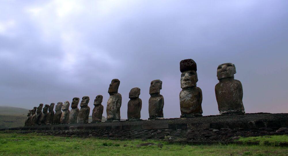 Les moaïs, statues monumentales de l'île de Pâques