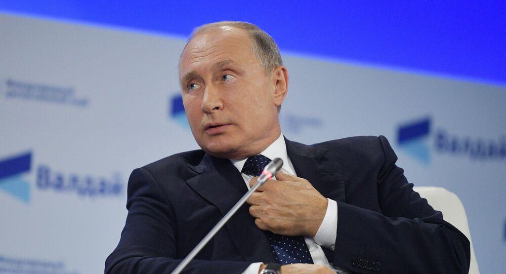 Vladimir Poutine pendant une réunion du club de discussion Valdaï