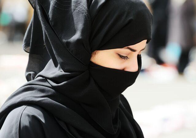 femme voilée, image d'illustration