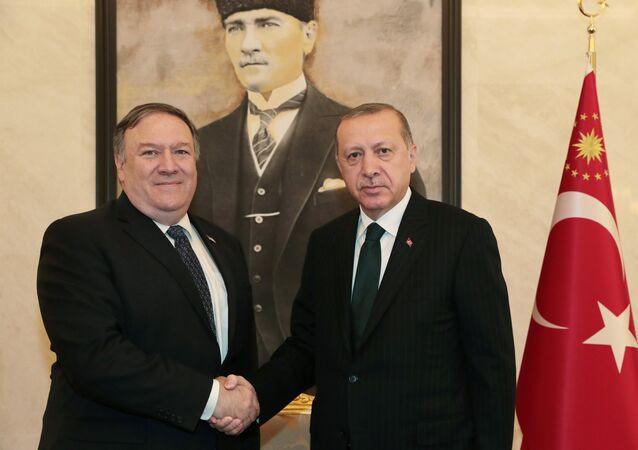 Tayyip Erdogan et Mike Pompeo