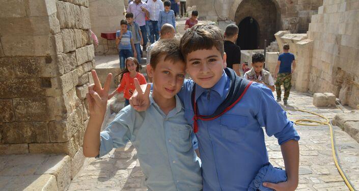 Enfants dans la citadelle d'Alep