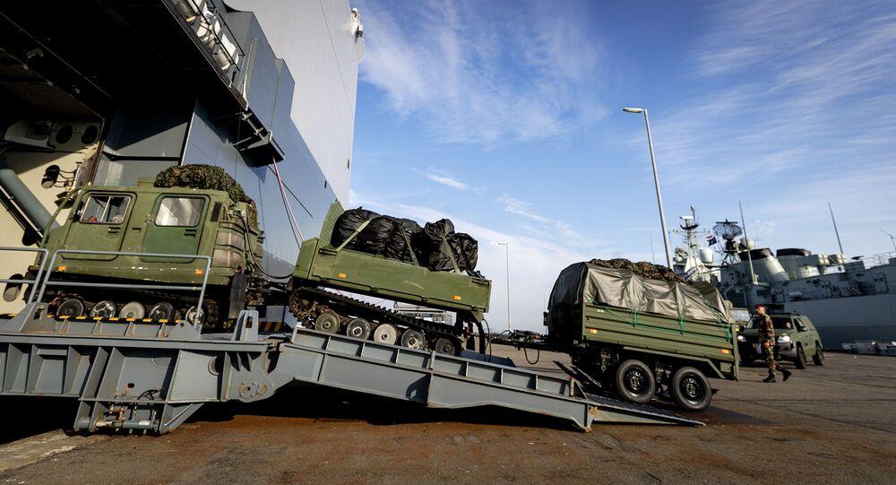 Des véhicules qui devraient participer aux exercices de l'Otan Trident Juncture en Norvège