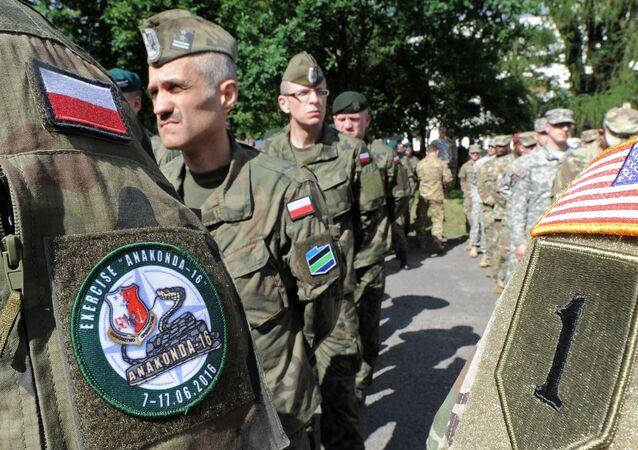 Des militaires polonais et américains lors d'exercices de l'Otan en Pologne