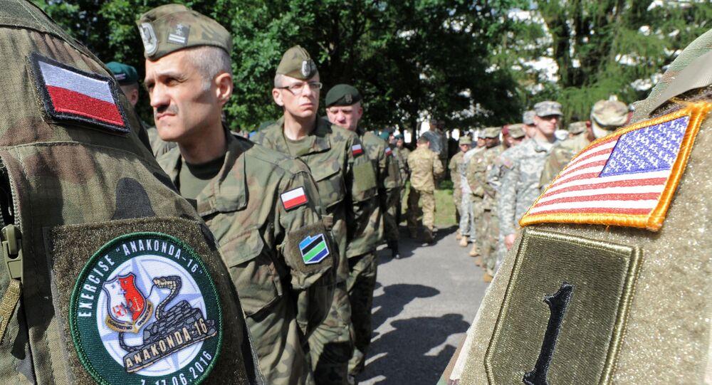 Militaires polonais et US en Pologne. Photo d'archive