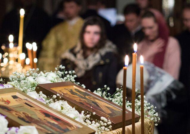 Brouille orthodoxe entre Moscou et Constantinople, les fidèles déchirés... en France