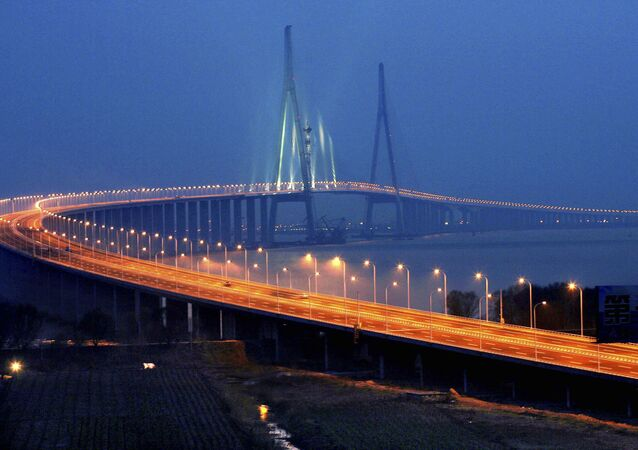 Sutong Bridge over the Chang Jiang (Yangtze River) — between Suzhou and Nantong, Jiangsu province — southern China (File)