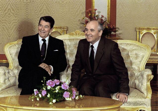 Ronald Reagan et Mikhaïl Gorbatchev