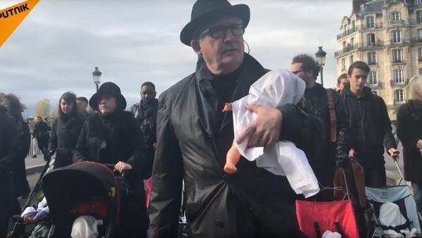 «Marche funèbre» de poussettes pour dénoncer la pollution de l'air - Sputnik France