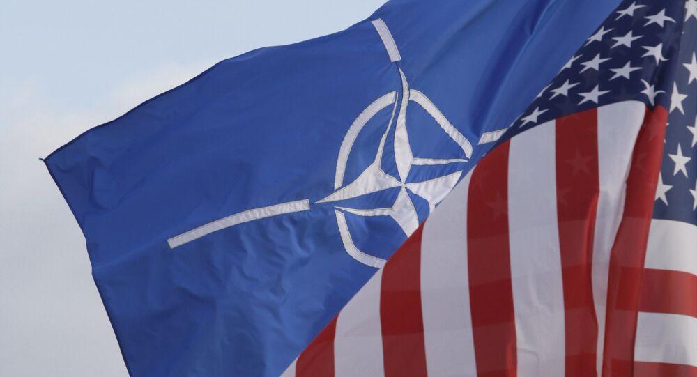Les drapeaux de NATO et des États-Unis (photo d'archives)