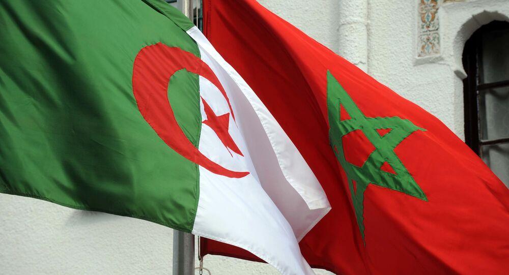 Les drapeaux algérien et marocain