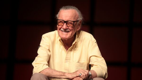 Stan Lee speaking at the 2014 Phoenix Comicon at the Phoenix Convention Center in Phoenix, Arizona. - Sputnik France