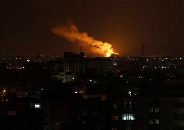 Une explosion dans la bande de Gaza suite à un raid israélien (archive photo)