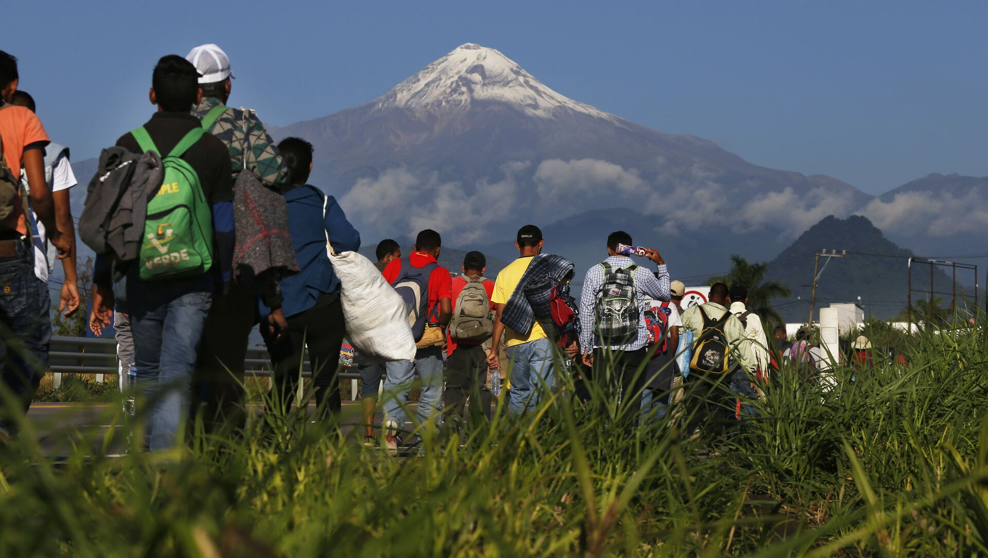 Une caravane de migrants d'Amérique centrale se dirige vers la frontière de l'USA - Sputnik France, 1920, 03.09.2021