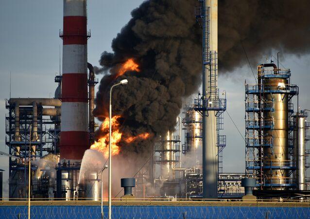 incendie dans une raffinerie de pétrole à Moscou
