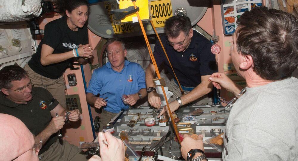 Un déjeuner à bord de l'ISS