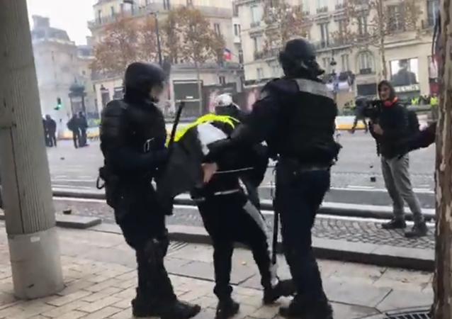 Arrestation Les «gilets jaunes» entament l'acte 2 de la mobilisation à Paris, 24 novembre 2018