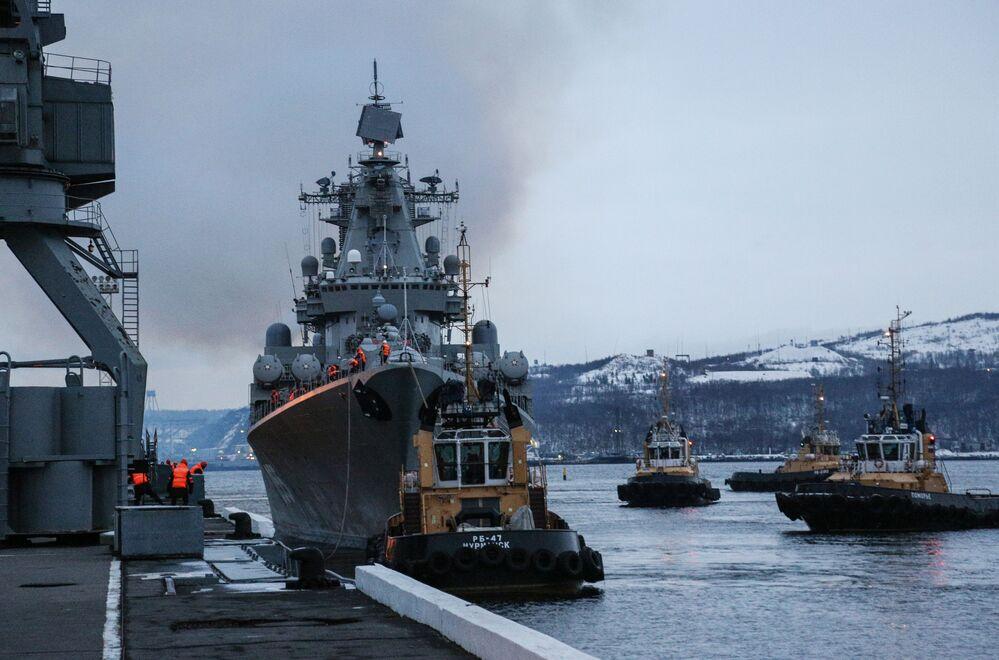 L'accueil des navires de la flotte russe du Nord à Severomorsk