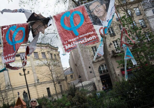 Des affiches avec le logo de la France insoumise à Paris (archives photo)