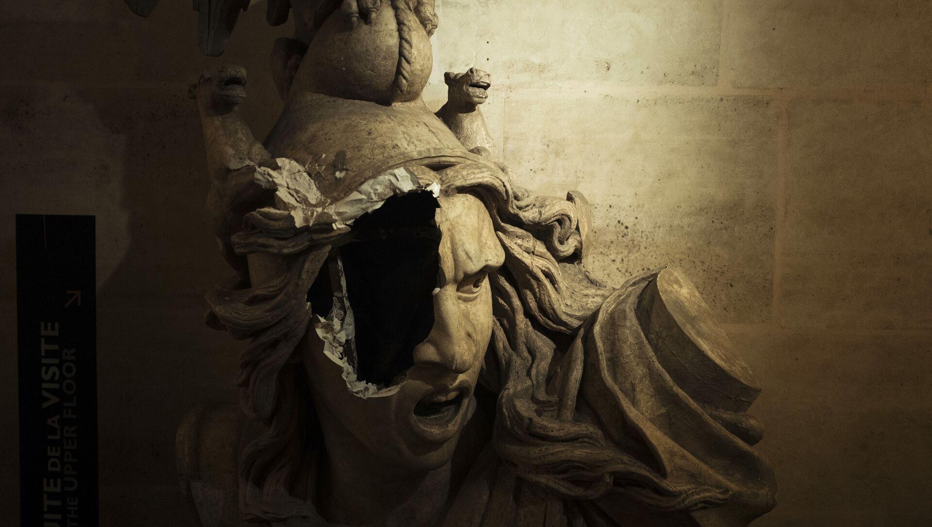Sculpture cassée de Marianne, symbole de la République française, à l'intérieur de l'Arc de Triomphe. - Sputnik France, 1920, 26.02.2021