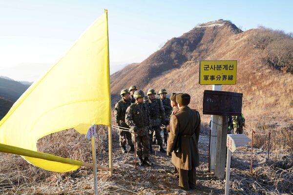 Les soldats des deux Corées ont pour la première fois passé librement la frontière - Sputnik France