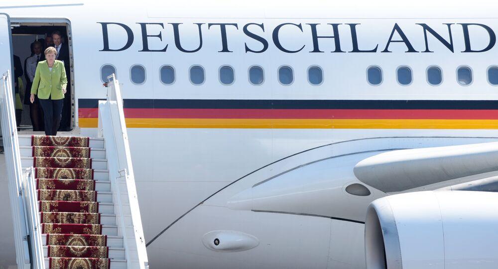 Angela Merkel en route pour le sommet du G20 à Buenos Aires