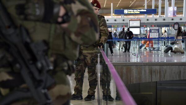 Militaires français à l'aéroport Roissy Charles de Gaulle - Sputnik France