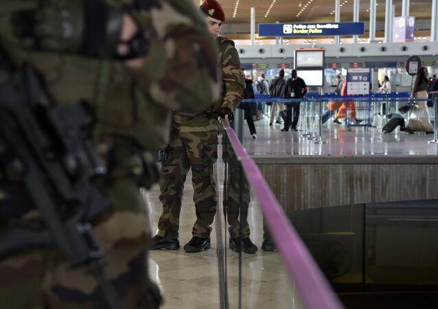Militaires français à l'aéroport Roissy Charles de Gaulle